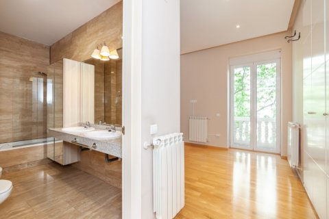 Apartment for rent in Madrid, Spain, 4 bedrooms, 190.00m2, No. 1474 – photo 22