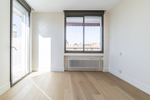 Apartment for sale in Madrid, Spain, 4 bedrooms, 251.00m2, No. 2527 – photo 9