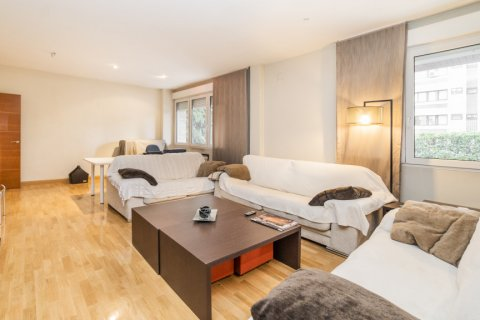 Apartment for sale in Madrid, Spain, 4 bedrooms, 218.00m2, No. 2576 – photo 19