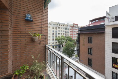 Apartment for sale in Madrid, Spain, 4 bedrooms, 129.00m2, No. 2307 – photo 29