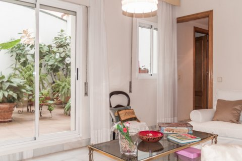 Apartment for sale in Sevilla, Seville, Spain, 6 bedrooms, 270.00m2, No. 1749 – photo 4