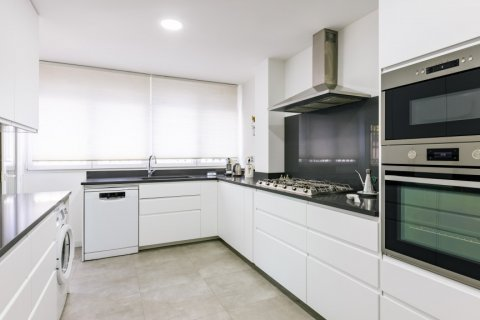 Apartment for sale in Madrid, Spain, 6 bedrooms, 355.00m2, No. 2376 – photo 11