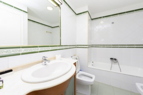 Apartment for sale in Madrid, Spain, 4 bedrooms, 206.00m2, No. 2284 – photo 22