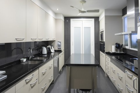 Apartment for sale in Madrid, Spain, 6 bedrooms, 512.00m2, No. 1995 – photo 13