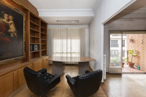 Apartment for sale in Madrid, Spain, 4 bedrooms, 129.00m2, No. 2307 – photo 2