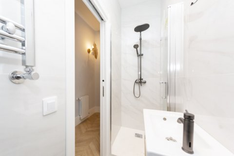 Apartment for sale in Madrid, Spain, 3 bedrooms, 69.00m2, No. 2315 – photo 23