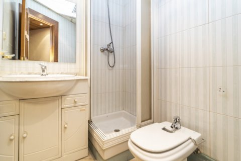 Apartment for sale in Madrid, Spain, 7 bedrooms, 223.00m2, No. 2714 – photo 17