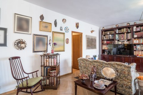 Apartment for sale in Madrid, Spain, 6 bedrooms, 291.00m2, No. 2275 – photo 11