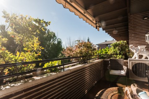 Apartment for rent in Madrid, Spain, 4 bedrooms, 254.00m2, No. 2562 – photo 11