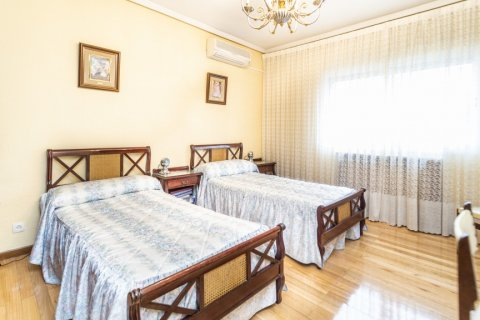 Apartment for sale in Madrid, Spain, 4 bedrooms, 152.00m2, No. 2316 – photo 19