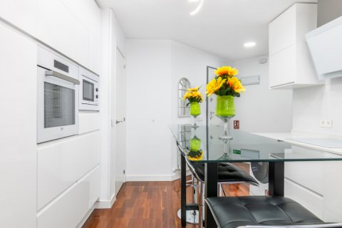 Apartment for sale in Madrid, Spain, 3 bedrooms, 100.00m2, No. 2540 – photo 10