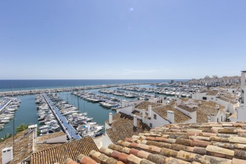 Penthouse for sale in Marbella, Malaga, Spain, 2 bedrooms, 143.88m2, No. 2290 – photo 1