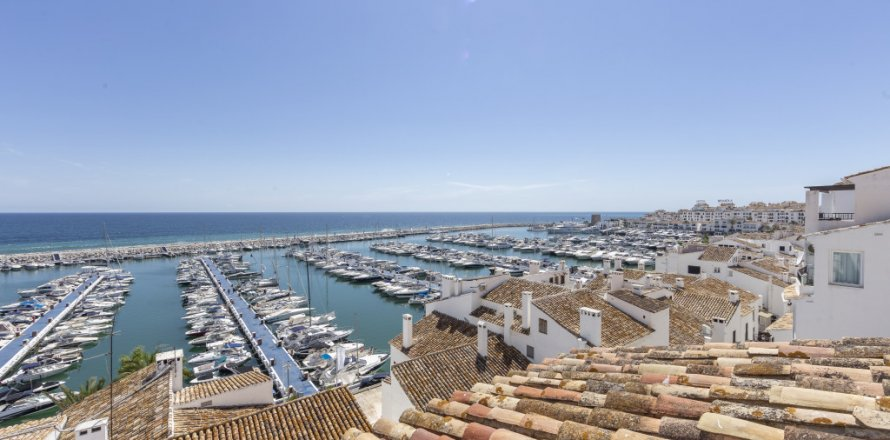 Penthouse in Marbella, Malaga, Spain 2 bedrooms, 143.88 sq.m. No. 2290