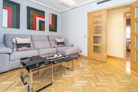 Apartment for sale in Madrid, Spain, 4 bedrooms, 122.51m2, No. 2192 – photo 4