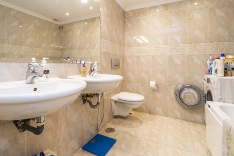 Duplex for sale in Madrid, Spain, 3 bedrooms, 152.00m2, No. 2445 – photo 12