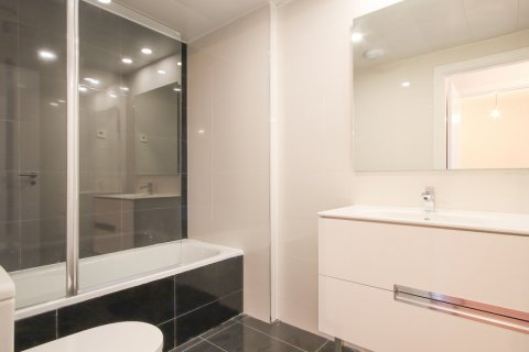 Apartment for rent in Madrid, Spain, 2 bedrooms, 95.00m2, No. 2716 – photo 18