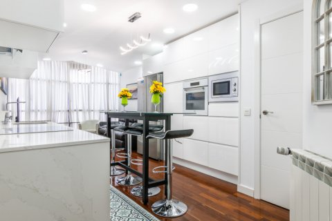 Apartment for sale in Madrid, Spain, 3 bedrooms, 100.00m2, No. 2540 – photo 6