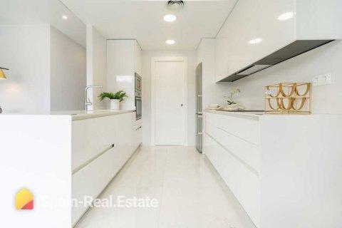 Apartment for sale in Benidorm, Alicante, Spain, 3 bedrooms, 129.32m2, No. 1304 – photo 13