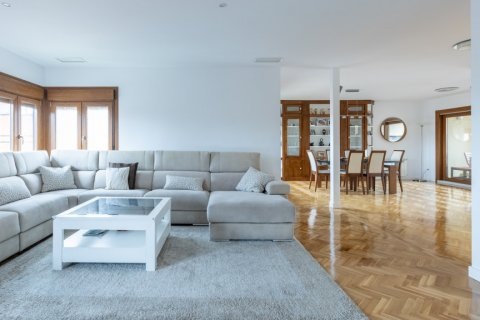 Duplex for sale in Madrid, Spain, 5 bedrooms, 216.00m2, No. 2360 – photo 8