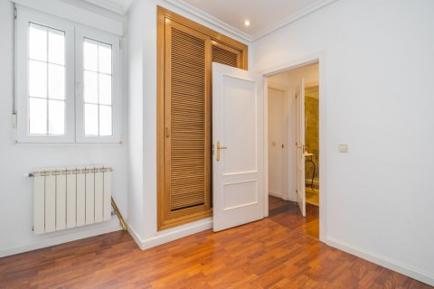 Penthouse for sale in Madrid, Spain, 2 bedrooms, 175.00m2, No. 2040 – photo 21