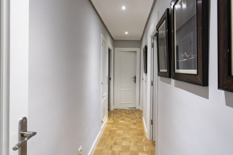 Apartment for sale in Madrid, Spain, 4 bedrooms, 122.00m2, No. 2013 – photo 14