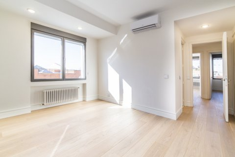 Apartment for sale in Madrid, Spain, 4 bedrooms, 251.00m2, No. 2527 – photo 8