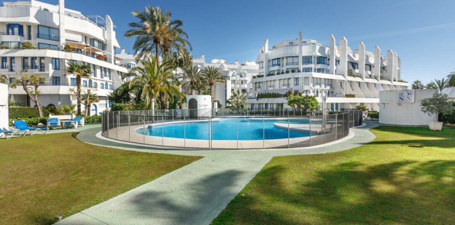 Penthouse in Marbella, Malaga, Spain 4 bedrooms, 344.73 sq.m. No. 2195