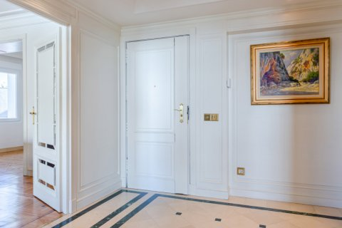 Apartment for sale in Madrid, Spain, 4 bedrooms, 298.00m2, No. 1992 – photo 6