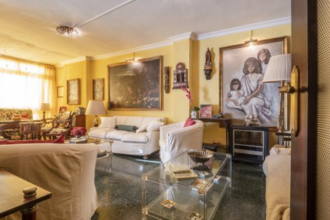 Apartment for sale in Malaga, Spain, 6 bedrooms, 210.00m2, No. 2340 – photo 1