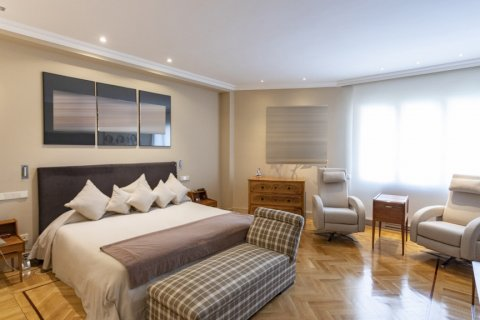 Apartment for sale in Madrid, Spain, 6 bedrooms, 512.00m2, No. 1995 – photo 10
