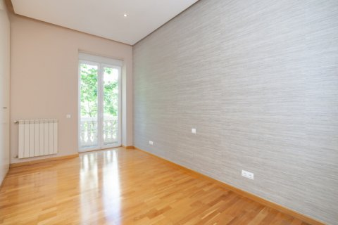 Apartment for rent in Madrid, Spain, 4 bedrooms, 190.00m2, No. 1474 – photo 19