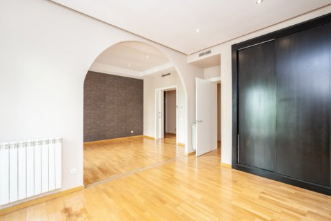 Apartment for rent in Madrid, Spain, 4 bedrooms, 190.00m2, No. 1474 – photo 5