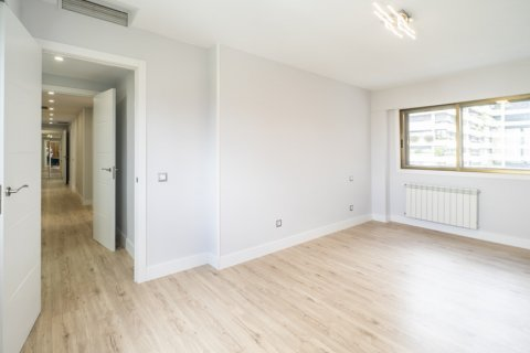Apartment for sale in Madrid, Spain, 4 bedrooms, 160.00m2, No. 2590 – photo 15