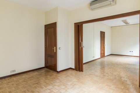Apartment for sale in Madrid, Spain, 4 bedrooms, 261.00m2, No. 1652 – photo 10