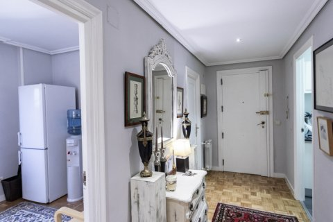 Apartment for sale in Madrid, Spain, 4 bedrooms, 122.00m2, No. 2013 – photo 15