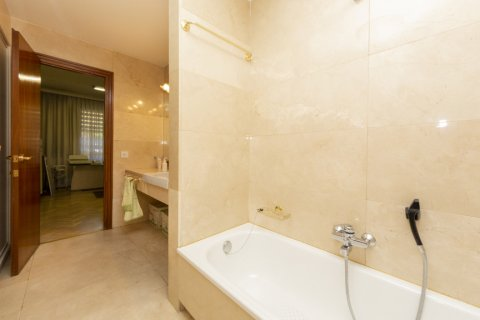 Apartment for sale in Madrid, Spain, 4 bedrooms, 206.00m2, No. 2284 – photo 14