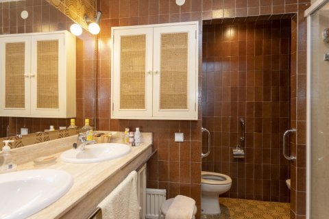 Apartment for sale in Madrid, Spain, 5 bedrooms, 322.00m2, No. 2584 – photo 26