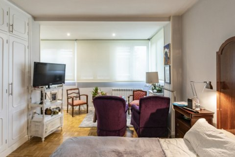 Apartment for sale in Madrid, Spain, 4 bedrooms, 122.00m2, No. 2013 – photo 25