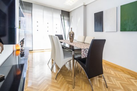 Apartment for sale in Madrid, Spain, 4 bedrooms, 122.51m2, No. 2192 – photo 2