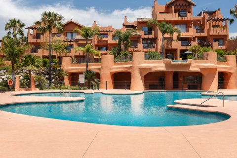 Penthouse for sale in Estepona, Malaga, Spain, 1 bedroom, 73.00m2, No. 2310 – photo 1