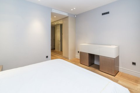 Apartment for sale in Madrid, Spain, 3 bedrooms, 322.00m2, No. 2564 – photo 28