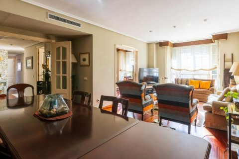 Apartment for sale in Madrid, Spain, 4 bedrooms, 152.00m2, No. 2702 – photo 1
