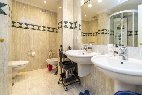 Duplex for sale in Madrid, Spain, 3 bedrooms, 152.00m2, No. 2445 – photo 21