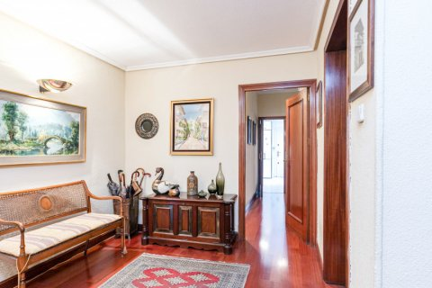 Apartment for sale in Madrid, Spain, 3 bedrooms, 167.00m2, No. 1945 – photo 12
