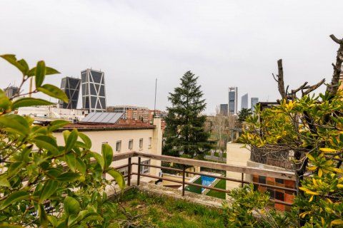 Duplex for sale in Madrid, Spain, 4 bedrooms, 298.00m2, No. 2518 – photo 14