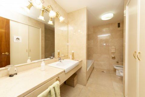 Apartment for sale in Madrid, Spain, 4 bedrooms, 206.00m2, No. 2284 – photo 13