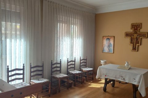 Apartment for rent in Madrid, Spain, 12 bedrooms, 400.00m2, No. 2350 – photo 9