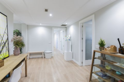 Apartment for sale in Madrid, Spain, 4 bedrooms, 330.00m2, No. 2353 – photo 1