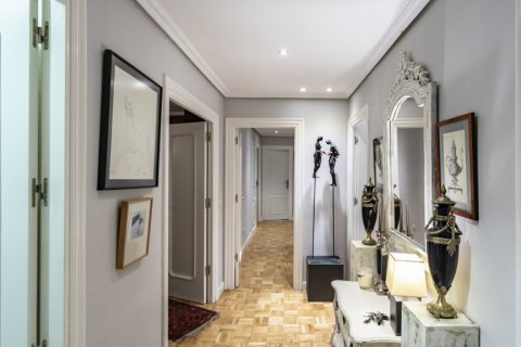 Apartment for sale in Madrid, Spain, 4 bedrooms, 122.00m2, No. 2013 – photo 16