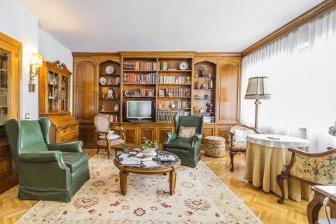Apartment for sale in Madrid, Spain, 5 bedrooms, 181.00m2, No. 2706 – photo 7